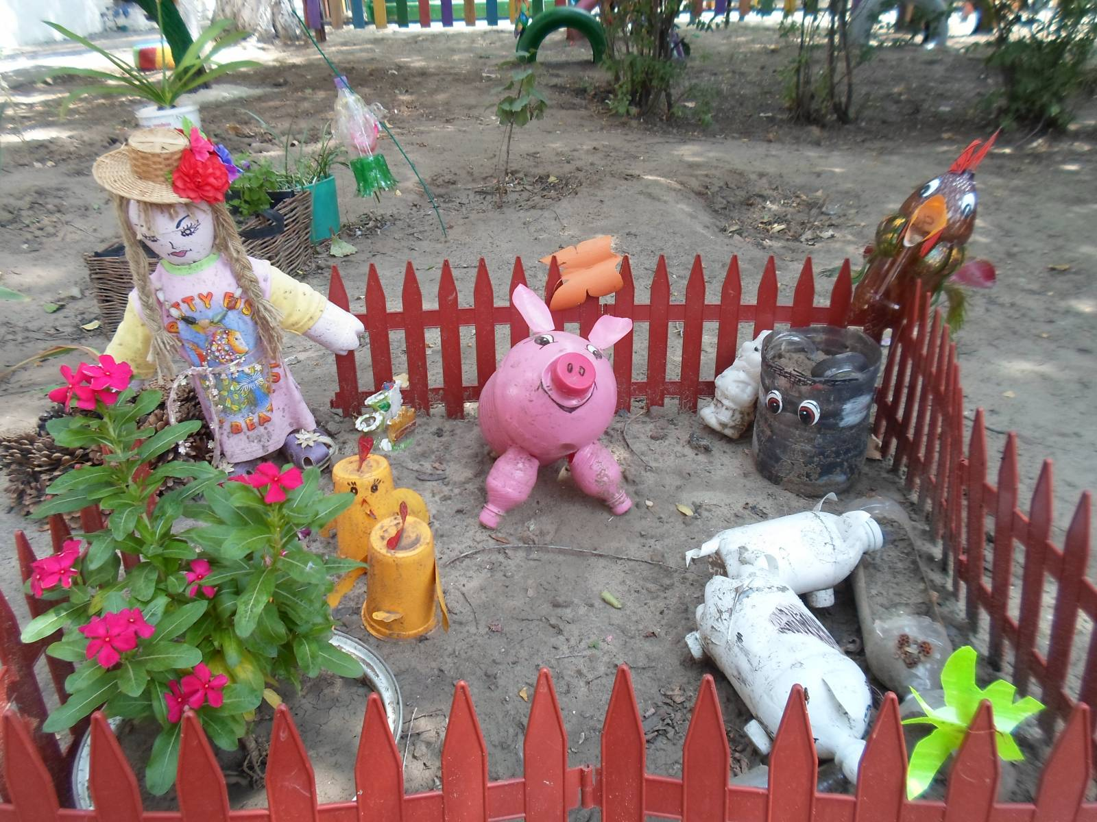 Поделки на участках в детском саду фото